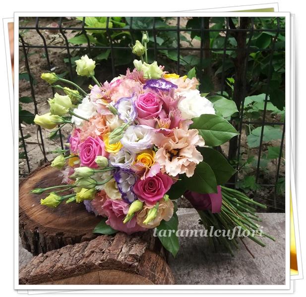 Buchete de flori-lisianthus si trandafiri.4530