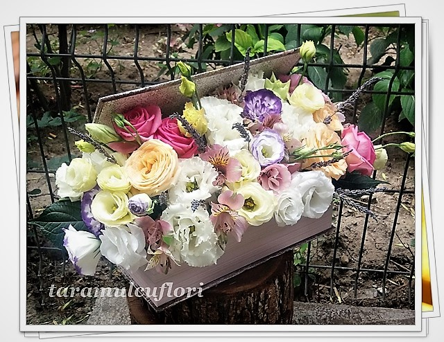 Carti cu flori-trandafiri si lisianthus.0950