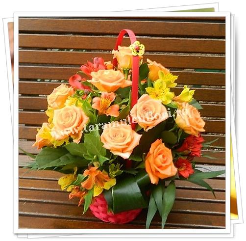 Cosuri cu  trandafiri si alstroemerie.6022