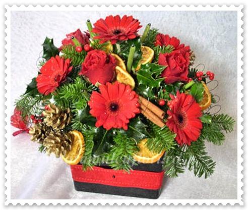 Aranajmente Craciun din brad-flori si ornamente.0754