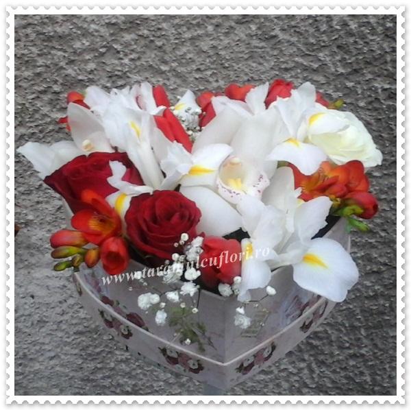 Cutie in forma de inima cu flori.0322