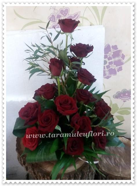 Aranjamente florale trandafiri rosii.2158