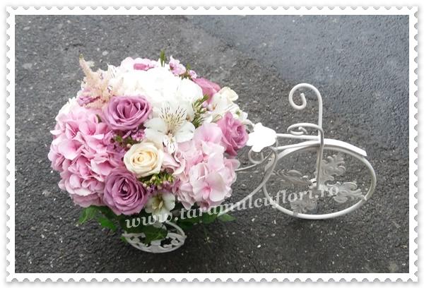 Biciclete cu flori pentru prezidiu.1008