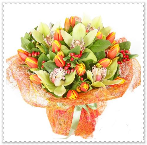 Buchete de flori din lalele-orhidee si hipericum.522