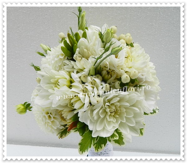 Buchete de mireasa din flori albe,dalii si frezii.0336