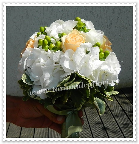 Buchete mireasa-hortensie-trandafiri-hiperium-0379