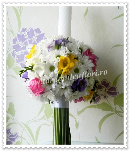 Lumanari botez din crizantema margaret si frezii.2131