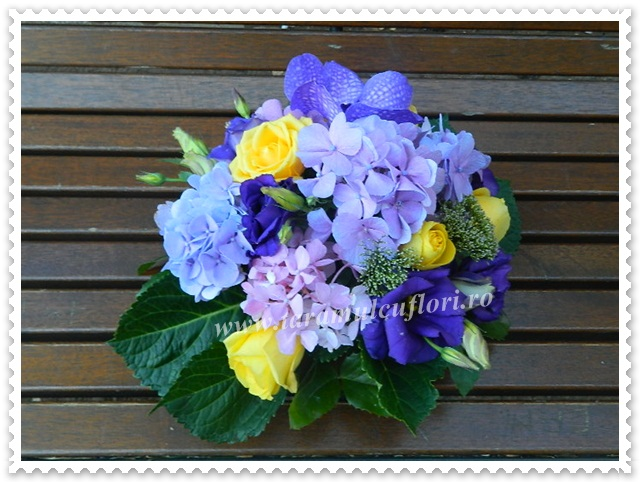 Aranjamente florale mese invitati.3990