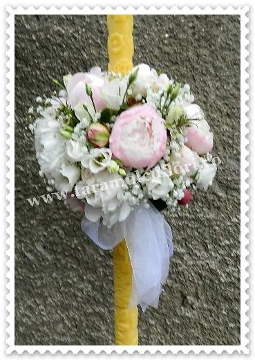 Lumanari de nunta din paeonii si lisianthus.6070
