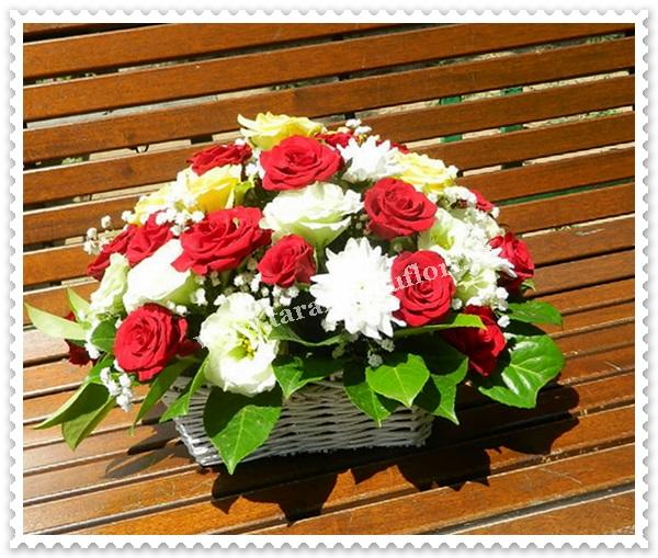 Cosuri cu flori- tarndafiri-crizanteme si lisianthus.6989