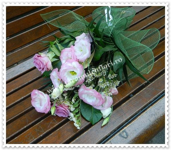 Buchete de flori din trandafiri si lisianthus.7049