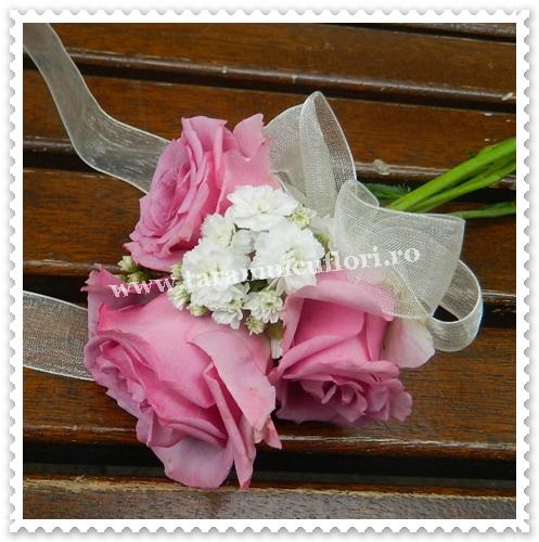Corsage domnisoare de onoare din trandafiri.7080