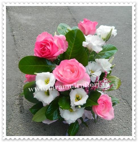 Aranjamente florale-trandafiri si lisianthus.7285