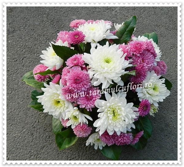 Aranjamente florale mese botez din crizanteme.7870