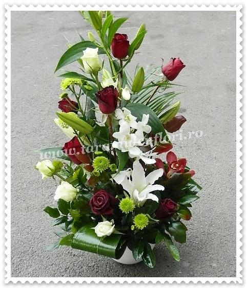 Aranjamente Floralealb Si Rosu Taramulcufloriro