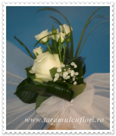 Aranjamente cristelnita din trandafiri si miniroze.0459