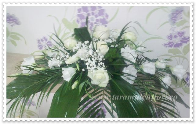 Aranjamente florale prezidiu din trandafiri-lisianthus