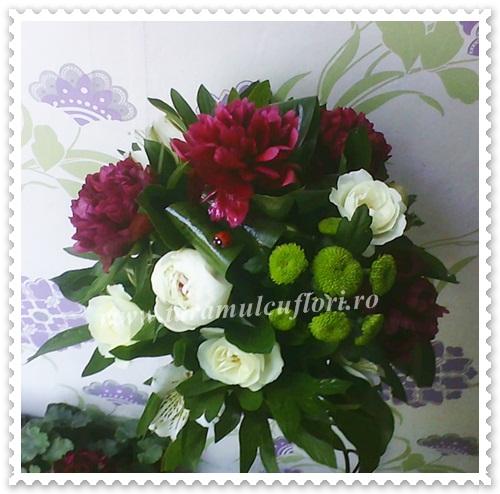 Aranjamente florale mese din bujori-santinii-miniroze.0025