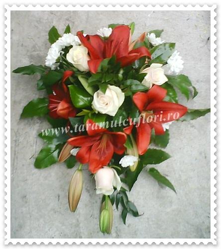Aranjamente florale masini din crini-trandafiri-crizantema