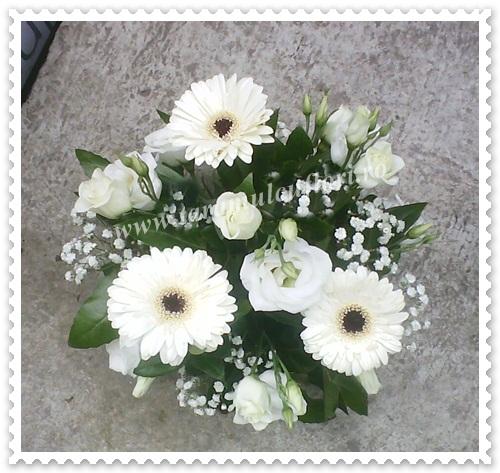 Aranjamente florale mese din lisianthus si grerbera.0138