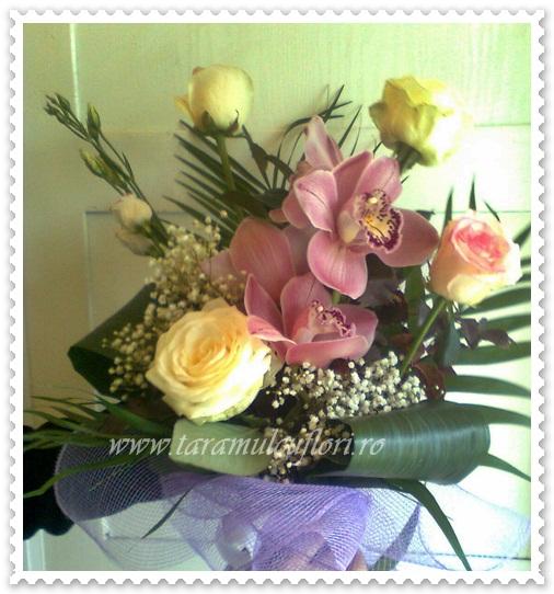 Buchet realizat din trandafiri-ginger si plante exotice 024