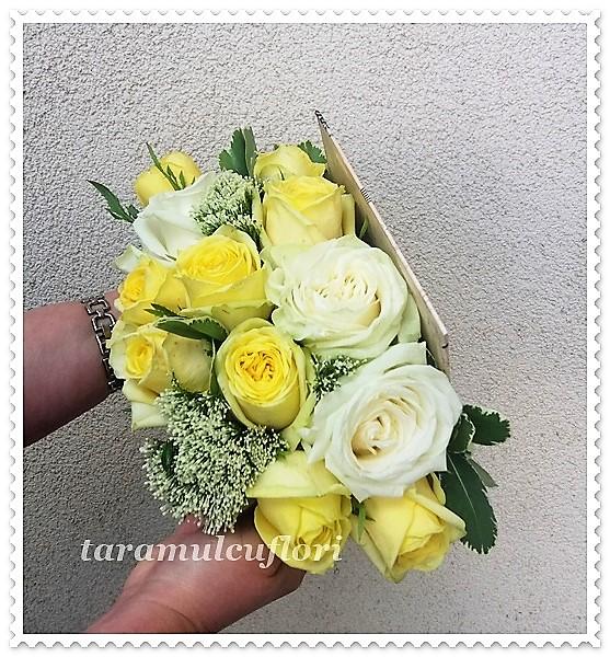 Carte cu flori-trandafiri albi si galbeni.5905