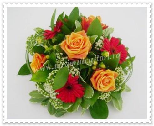 Aranjament de masa din trandafiri-gerbera si hipericum