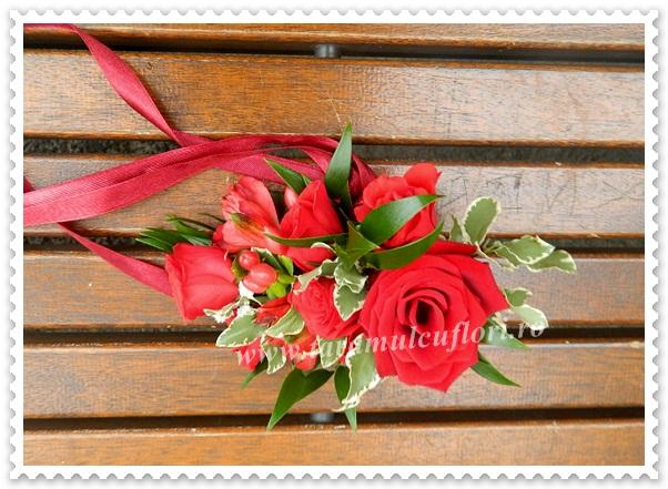 Corsage nunti din miniroze si trandafiri rosii.2282