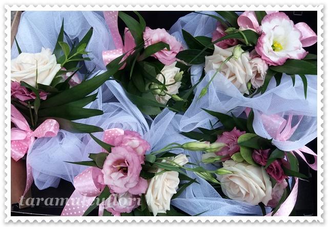 Aranjamente florale cristelnita botez din trandafiri si lisianthus.4132