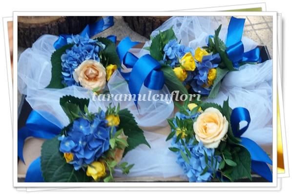 Aranjamente cristelnita din hortensie si trandafiri.3547