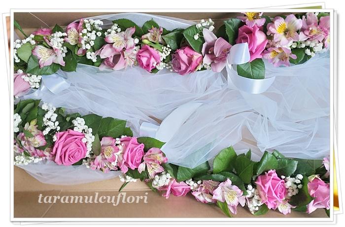 Ghirlanda de flori pentru cristelnita.