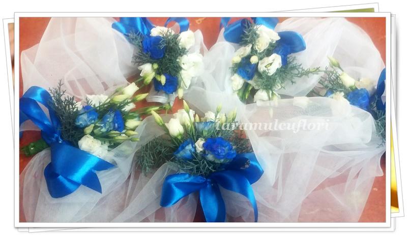 Aranjamente cristelnita din tul si flori.3256