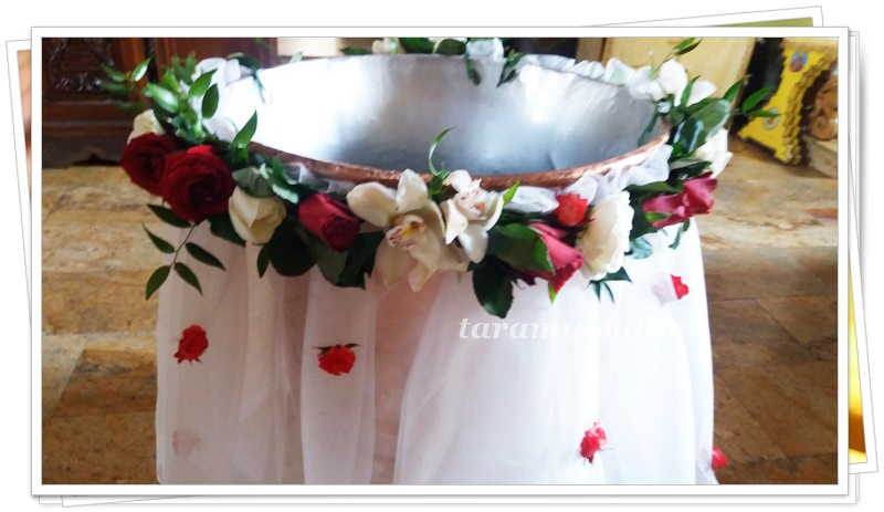 Aranjamente cristelnita din trandafiri si orhidee.5038