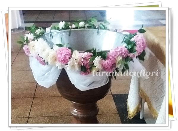 Aranjamente cristelnita din hortensie roz si crizanteme albe.4524