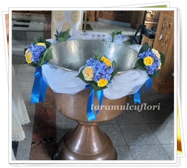 Aranjamente cristelnita din hortensie si trandafiri.4819