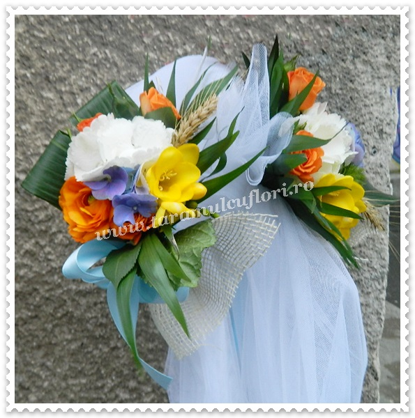 Aranjamente florale cristelnita botez din miniroze si hortensie.8515