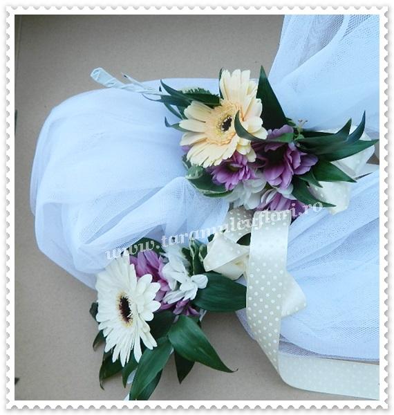 Aranjamente florale cristelnita din gerbera si crizanteme.8587