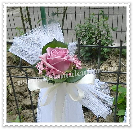 Aranjamente florale cristelnita botez din trandafiri lila.8648